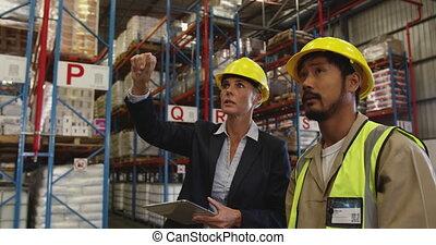 directeur, conversation, femme, mâle, 4k, ouvrier, entrepôt