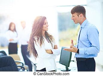 directeurs,  Business, réunion, bureau,  -, deux,  docu, discuter