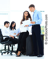 directeurs,  Business, réunion, bureau,  -, deux,  document, discuter