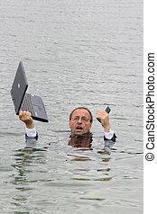 director, en el agua