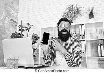direkt, mobil, technology., om, skäggig, användande, glasögon, tagande, man, ämbete., fördel, teknologi, nymodig, smartphone, beställning, stinkande, färsk, tokig