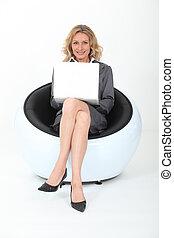 diretor, poltrona, laptop, maduras, sentando