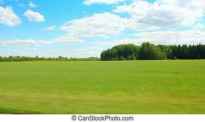 dirigindo, ao longo, campo verde, em, verão