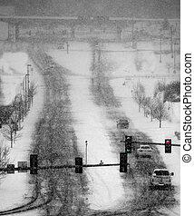 dirigindo, em, inverno, tempestade neve, ligado, ruas, em, cidade
