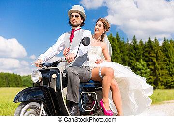 dirigindo, nupcial, scooter, vestido, motor, par, paleto, desgastar
