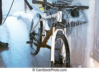 dirty white bike, white bike is dirty with dirt, wash white bike from dirt