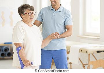 disabled, elderly kvinde, efter, kvæstelse