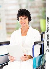 discapacitada / discapacitado, centro envejecido, mujer