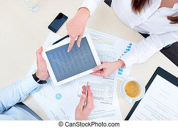 discusión, de, estrategia, con, un, analista financiero