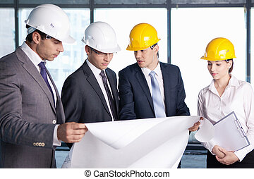 Discussion on the construction site
