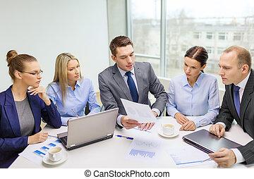 discussione, laptop, detenere, squadra affari