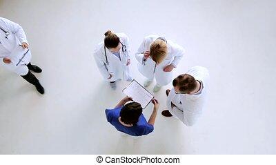 discuter, cardiogramme, hôpital, groupe, médecins