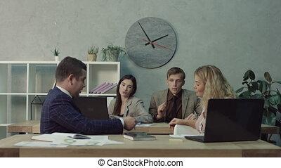 discuter, démarrage, bureau, equipe affaires