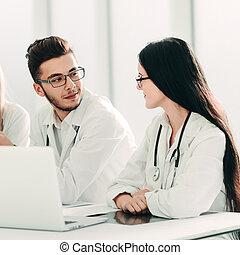discuter, information., experts, monde médical, groupe, ligne