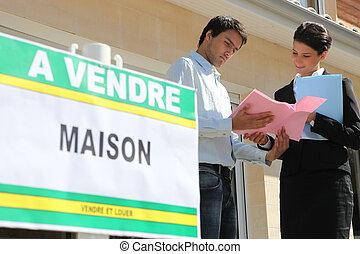 discuter, propriété, vendeur, détails, agent