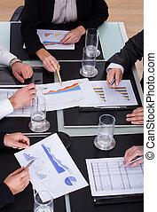 discutir, grupo, businesspeople, oficina, plan