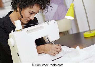 diseñador de modas, con, máquina de coser