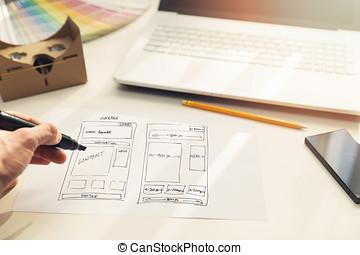 diseñador, dibujo, sitio web, desarrollo, wireframe, en, papel, en, oficina