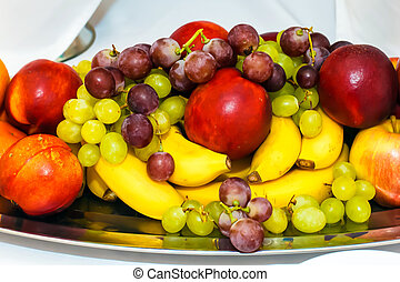 The mix of fruits.