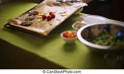 Display chicken liver sprinkled with sesame seeds on a baking sheet-2