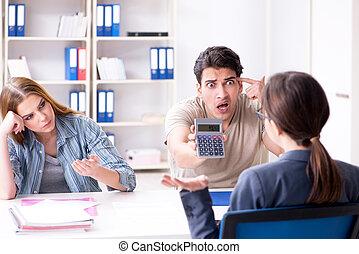 dissappointed, hypothèque, famille, jeune, élevé, taux, intérêt, interdiction