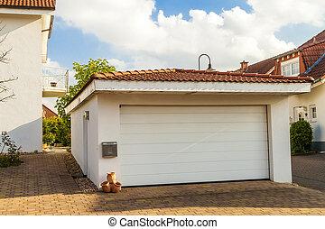 distaccato, bianco, garage, con, arancia, mattone, tetto tegola