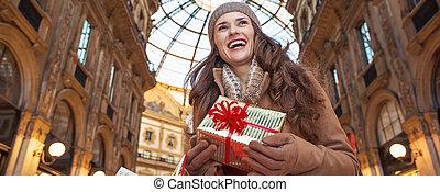 distance, femme, touriste, cadeau, regarder, milan, noël
