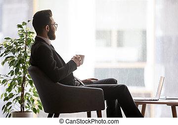 distance, homme affaires, regard, coupure, arabe, prendre, bureau