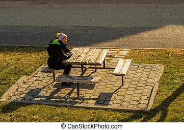 distans, kvinna sitta, ung, bänk, allena