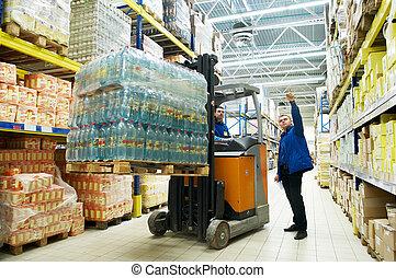 distribución, en, almacén, con, carretilla elevadora