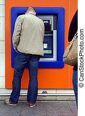 distributeur billets banque, distributeur automatique billets, utilisation, ou, homme
