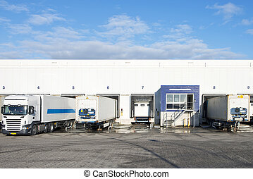 Distribution Center - Reafers and containers at the bays or...