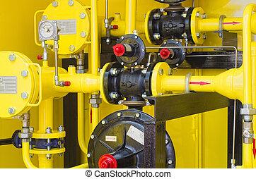 distributore di benzina, giallo