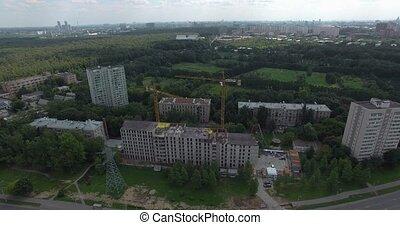 district résidentiel, grues, lever