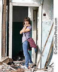 distrutto, costruzione, ragazza