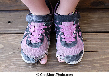dita piede, vecchio, scarpe, fori, portato fuori