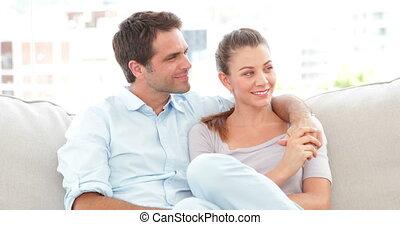 divan, délassant, couple, sourire