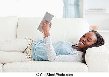 divan, roman, lecture, mensonge, femme