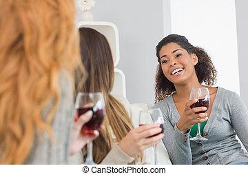 divano, giovane, allegro, conversazione, femmina, vino, casa, godere, amici, occhiali