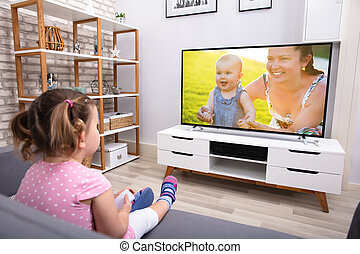 divano, televisione, sedendo ragazza, osservare