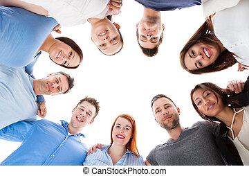divers, groupe gens, debout, ensemble