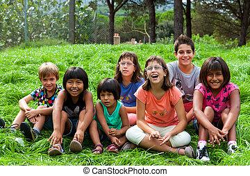 diversidad, retrato, de, niños, outdoors.