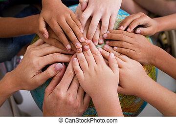 diversité, gosses, mains ensemble