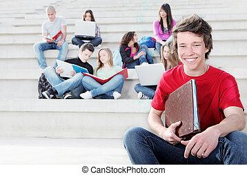 diverso, grupo, de, estudantes, trabalhando, ao ar livre