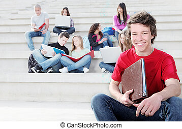 diverso, grupo, de, estudiantes, trabajando, aire libre