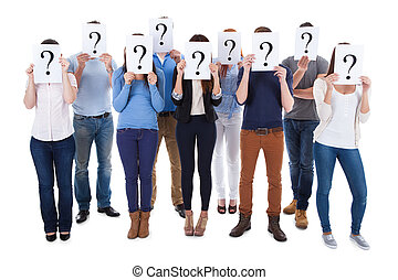 diverso, grupo pessoas, segurando, pergunta, sinais
