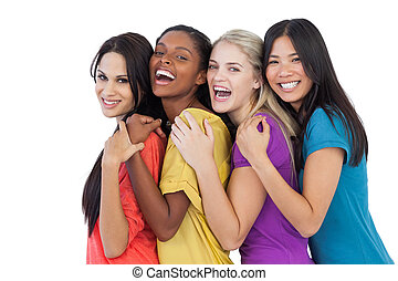 diverso, mulheres jovens, rir, câmera, e, abraçar