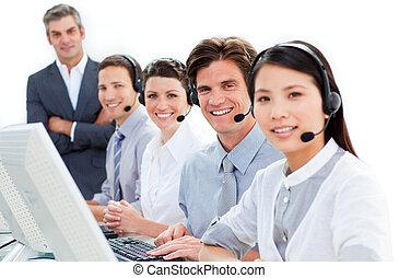 diverso, squadra affari, parlare, su, cuffia