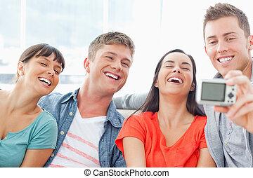 divertente, atteggiarsi, gruppo, ridere, foto