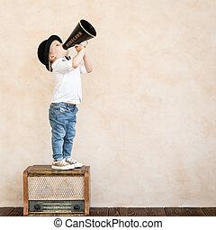 divertente, nero, retro, bambino, megafono, gioco